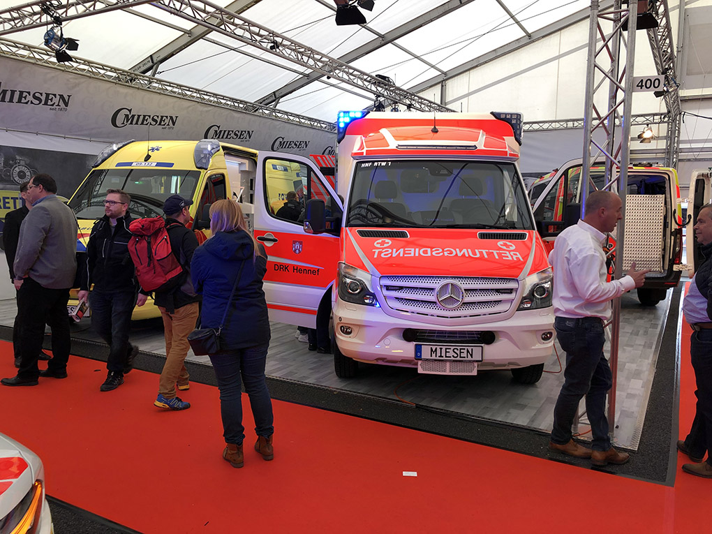 La team Miesen au salon des ambulances Rettmobil